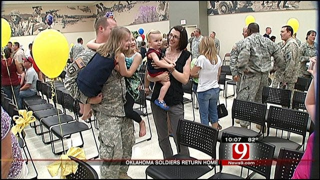 55 Oklahoma Soldiers Reunite With Family In Norman