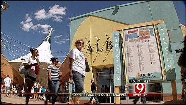 Shoppers Throng To New Outlet Mall In Oklahoma City