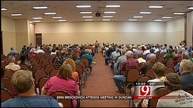 Erin Brockovich Attends Meeting In Duncan To Discuss Contaminated Water Problem