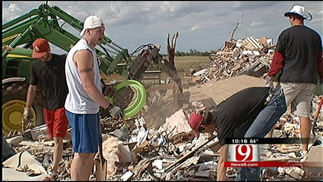 Cell Phone Saves Couple Trapped In Tornado Debris