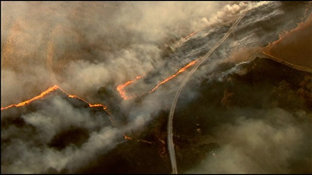 Fire Crews Battle Large Grassfire in Canadian County