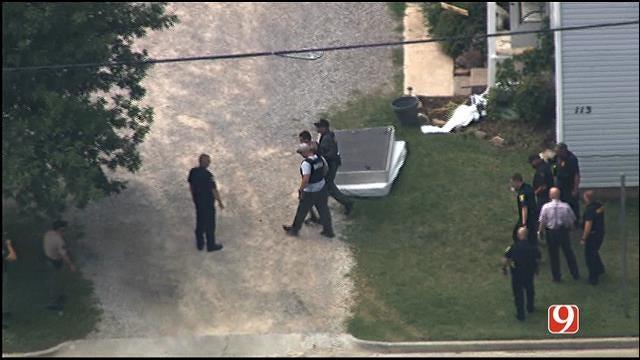 WEB EXTRA: Bob Mills SkyNews 9 HD Flies Over Shawnee Police Standoff