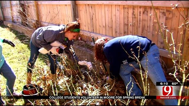 College Students Volunteer In Moore For Spring Break