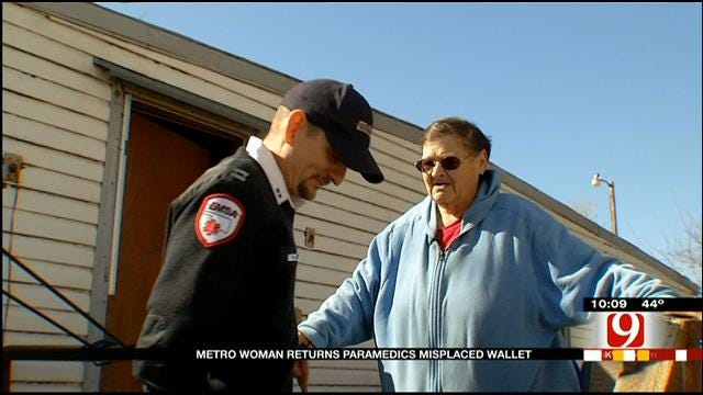 OKC Woman Returns Paramedic's Wallet, Lost During Rescue