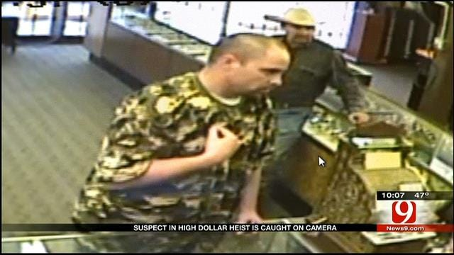 Camera Captures Watch Thief Trying To Appraise Stolen Goods