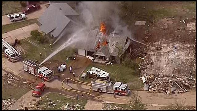 WEB EXTRA: SkyNews 9 Flies Over House Fire In Moore
