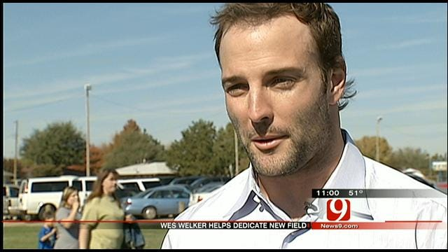 Wes Welker Helps 'Fields Of Dreams' Become Reality For OKC Middle School