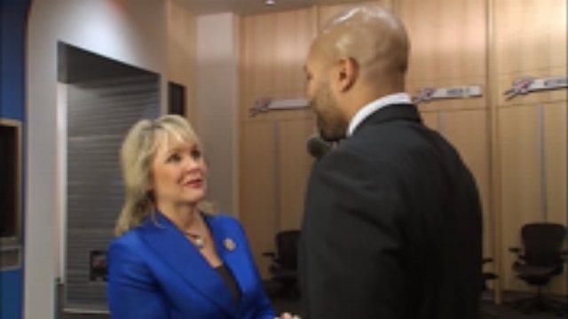 Derek Fisher Meets Governor After Thunder Victory