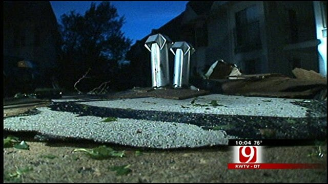 Winds Damage Apartment Complex In Norman