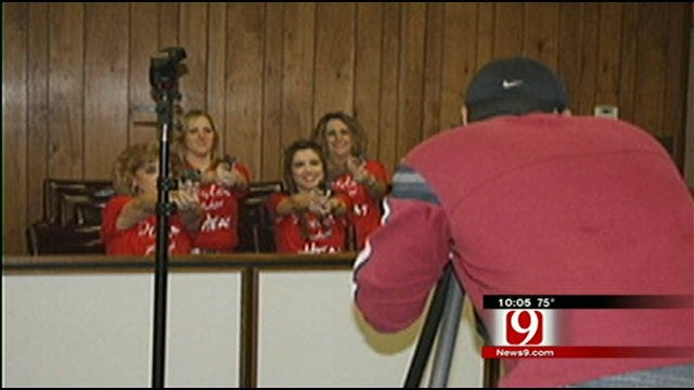 Women Bring Guns Into Lincoln County Courthouse For Photo Shoot