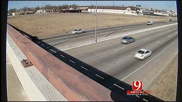 Teens Face Felony Charges For Throwing Rocks Off Bridge On I-35