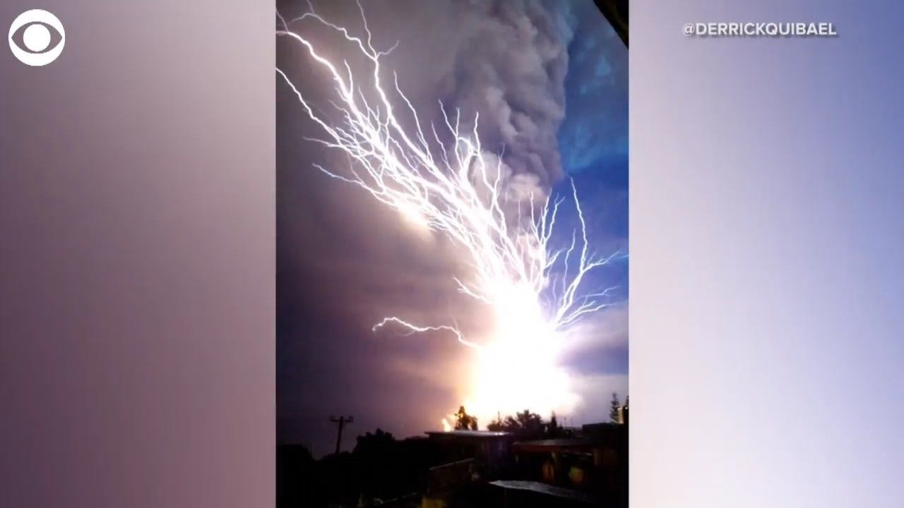 WOW! Lightning In Ash Cloud Caught On Camera