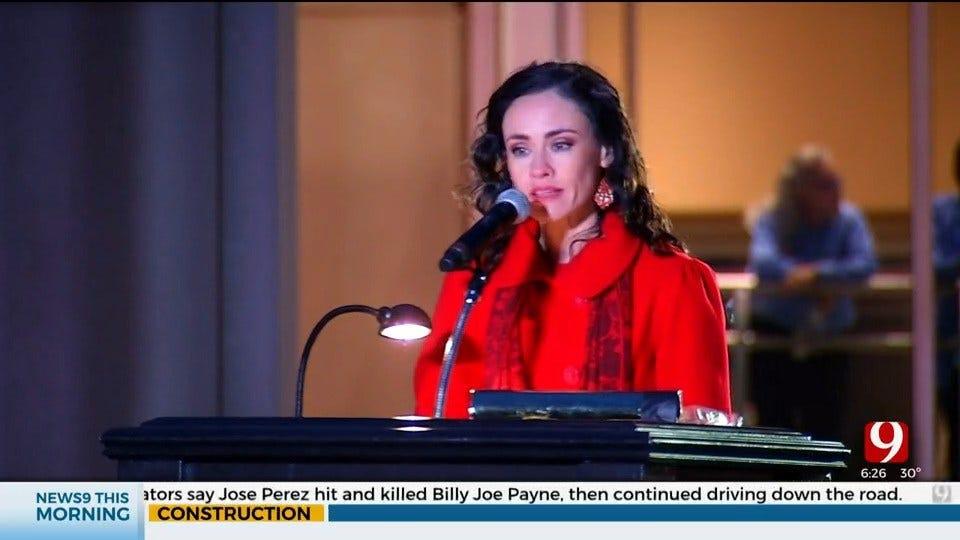 News 9's Bobbie Miller Emcees Governor's Christmas Tree Lighting Ceremony