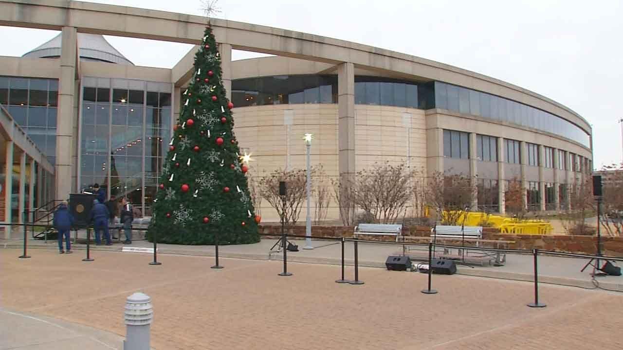 WATCH: Governor Stitt's 1st Christmas Tree Lighting Ceremony
