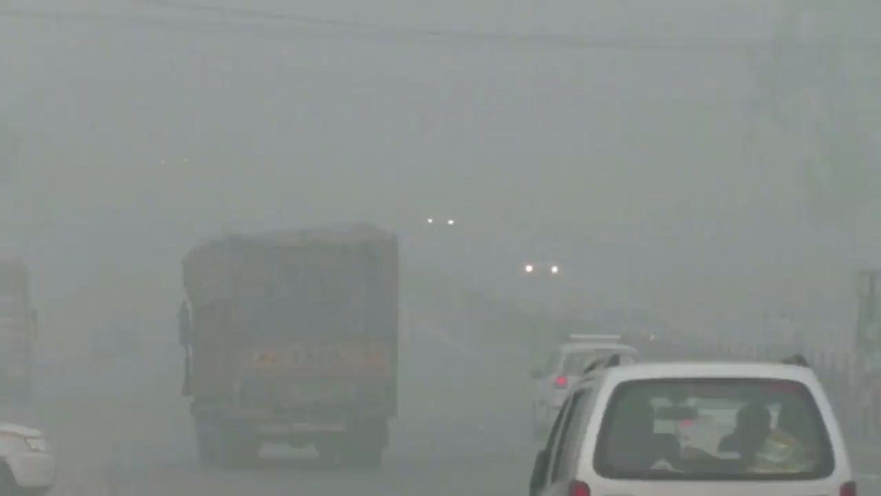 Authorities Shut Down Schools, Construction & Limit Traffic During Smog In New Delhi