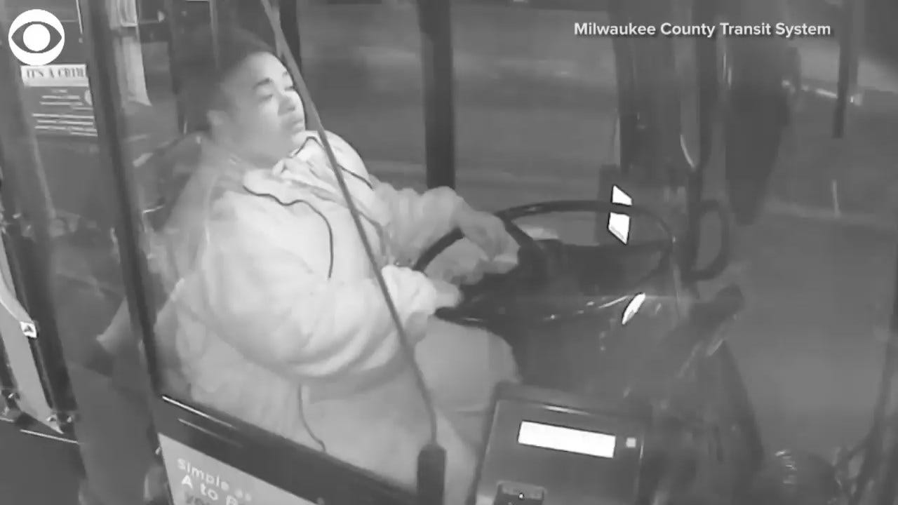 MUST SEE: Bus Driver Alerts Residents To Fire