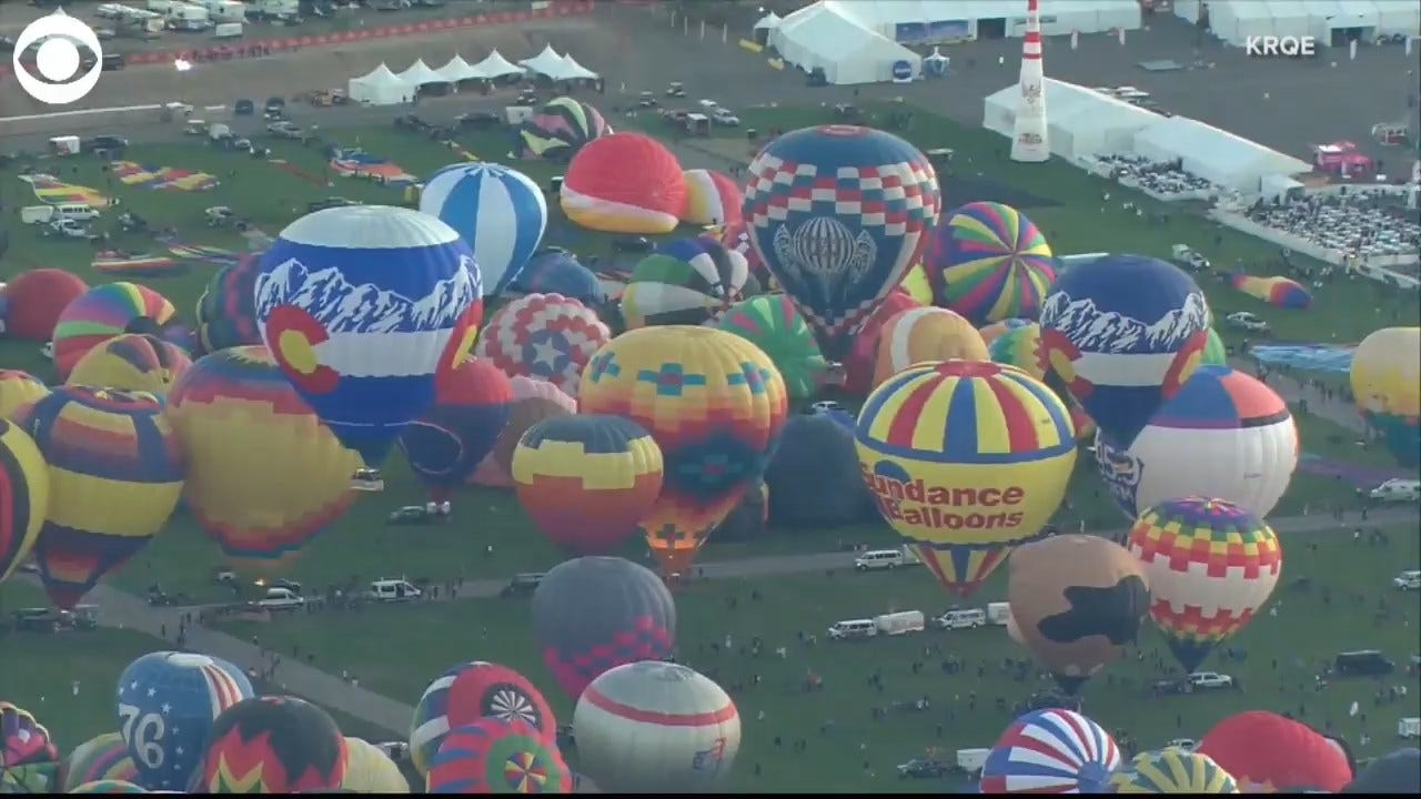 WOW! Hundreds Of Balloons Take Flight During International Balloon Fiesta