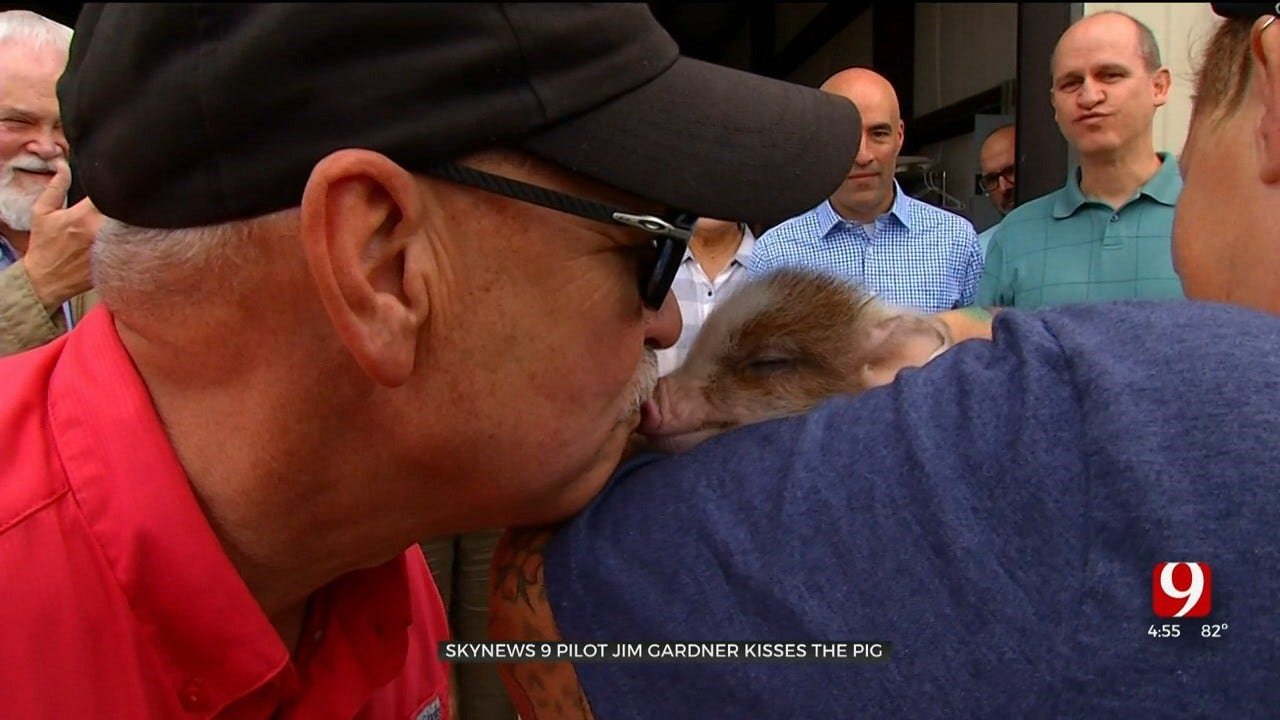 WATCH: Jim Gardner Kisses A Pig!