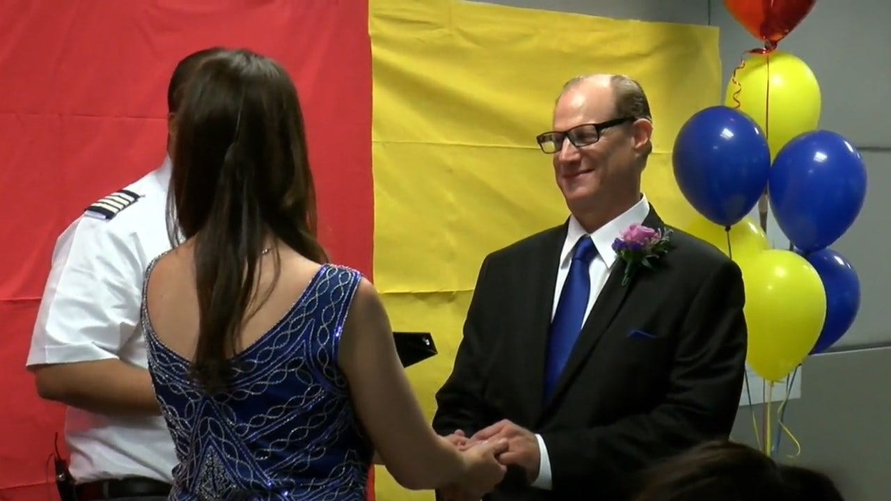 Couple Gets Married In The Middle Of Baggage Claim At Ohio Airport