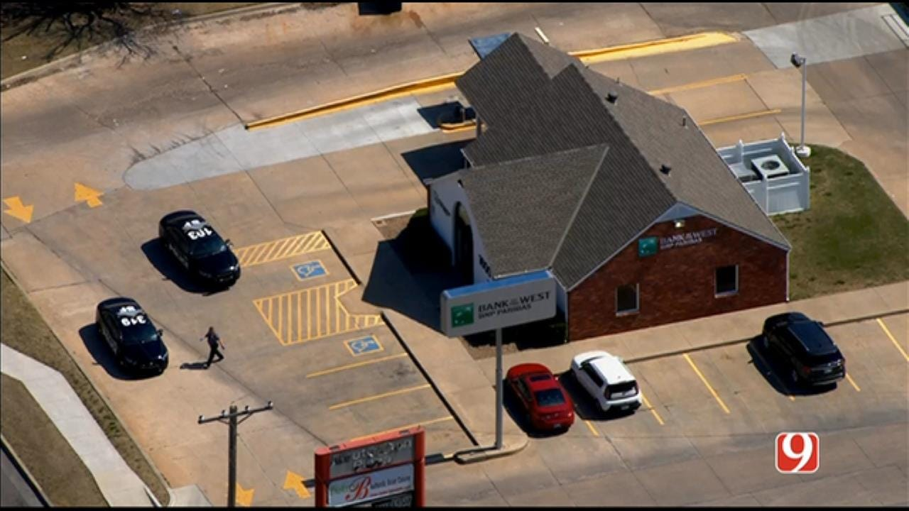 Bob Mills SkyNews 9 Flies Over Suspect Search After Bank Robbery In SW OKC