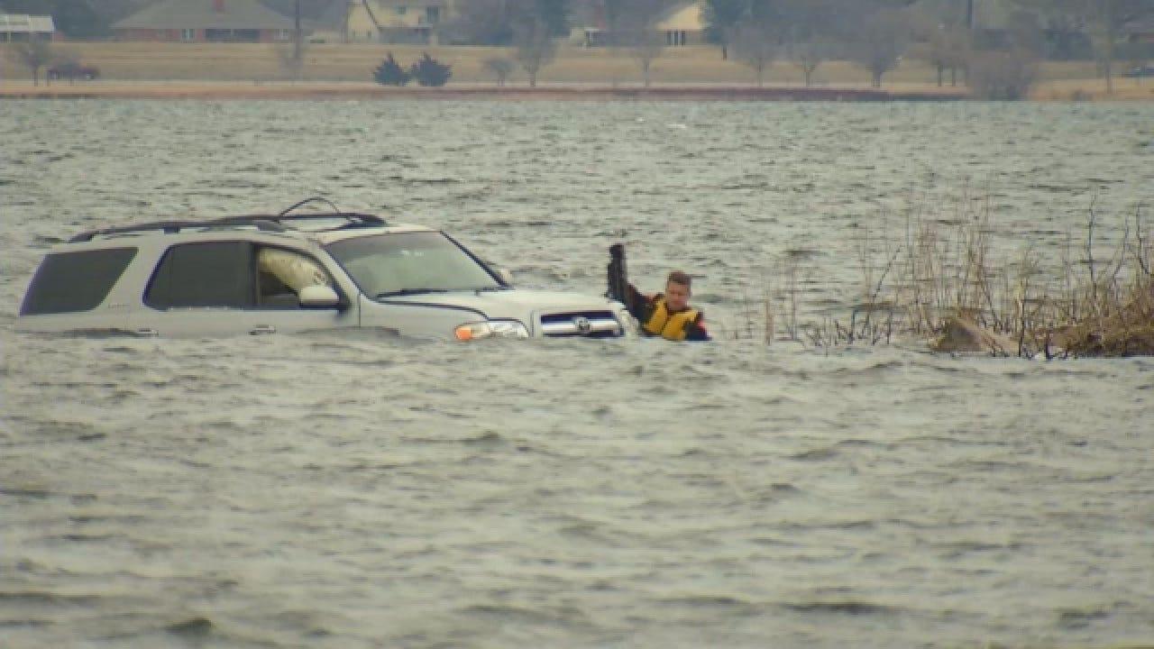 Dive Team Pulls Vehicle From Lake Hefner