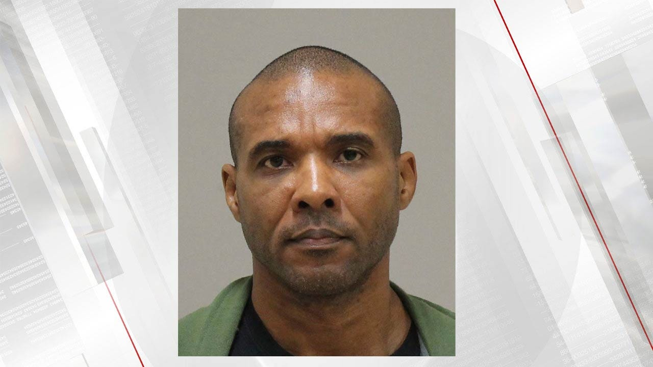 Texas Sheriff: MMA Fighter Facing 'Pending Murder Charges' Escapes