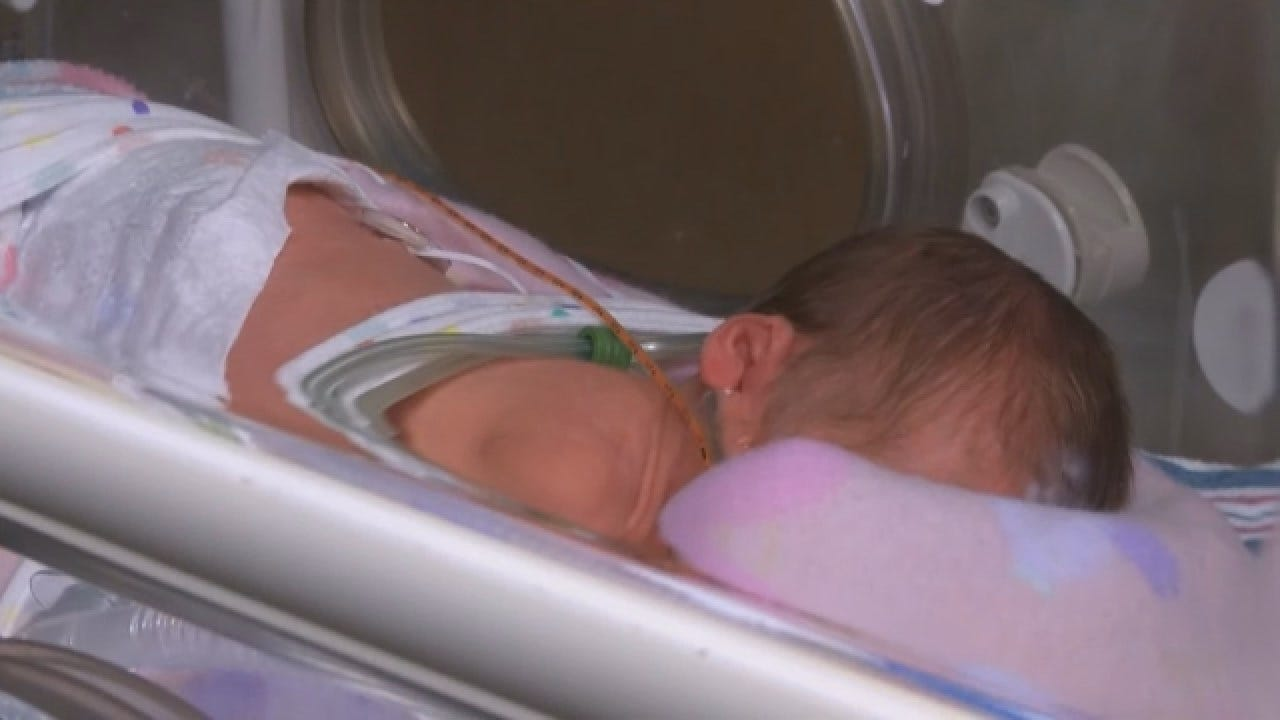 Texas Woman Gives Birth To Twins Days Apart