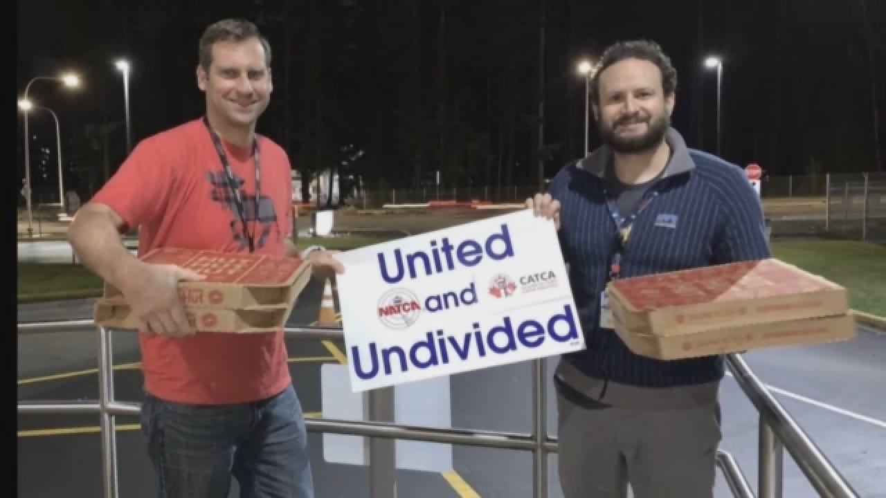 Canadian Air Traffic Controllers Send Pizza To U.S. Counterparts Amid Government Shutdown