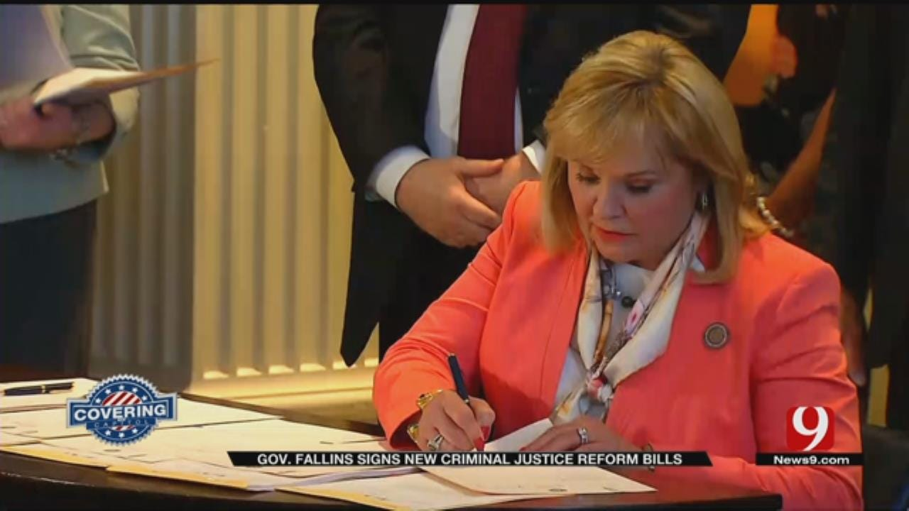 Oklahoma Governor Signs Bills To Reduce Prison Population