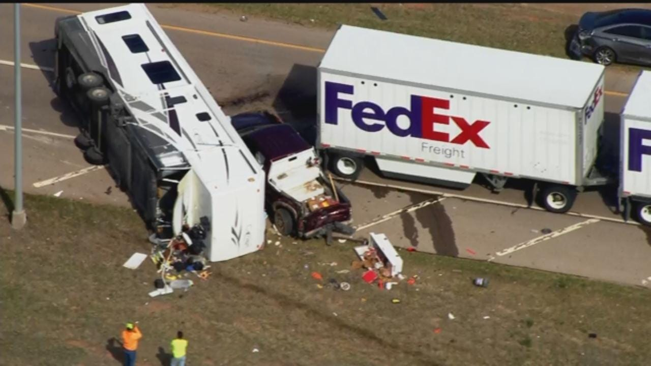 WEB EXTRA: Bob Mills SkyNews 9 Flies Over RV Rollover Crash