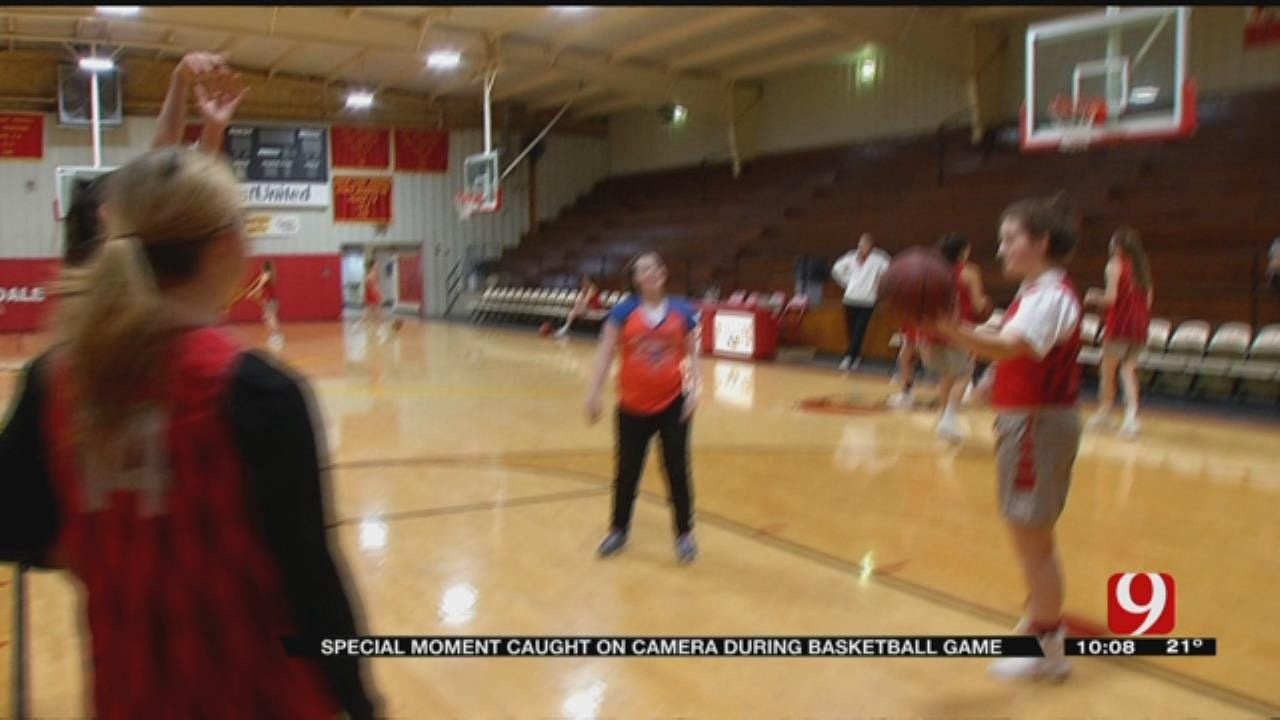 Audience Erupts For Dale Girl's Special Shot