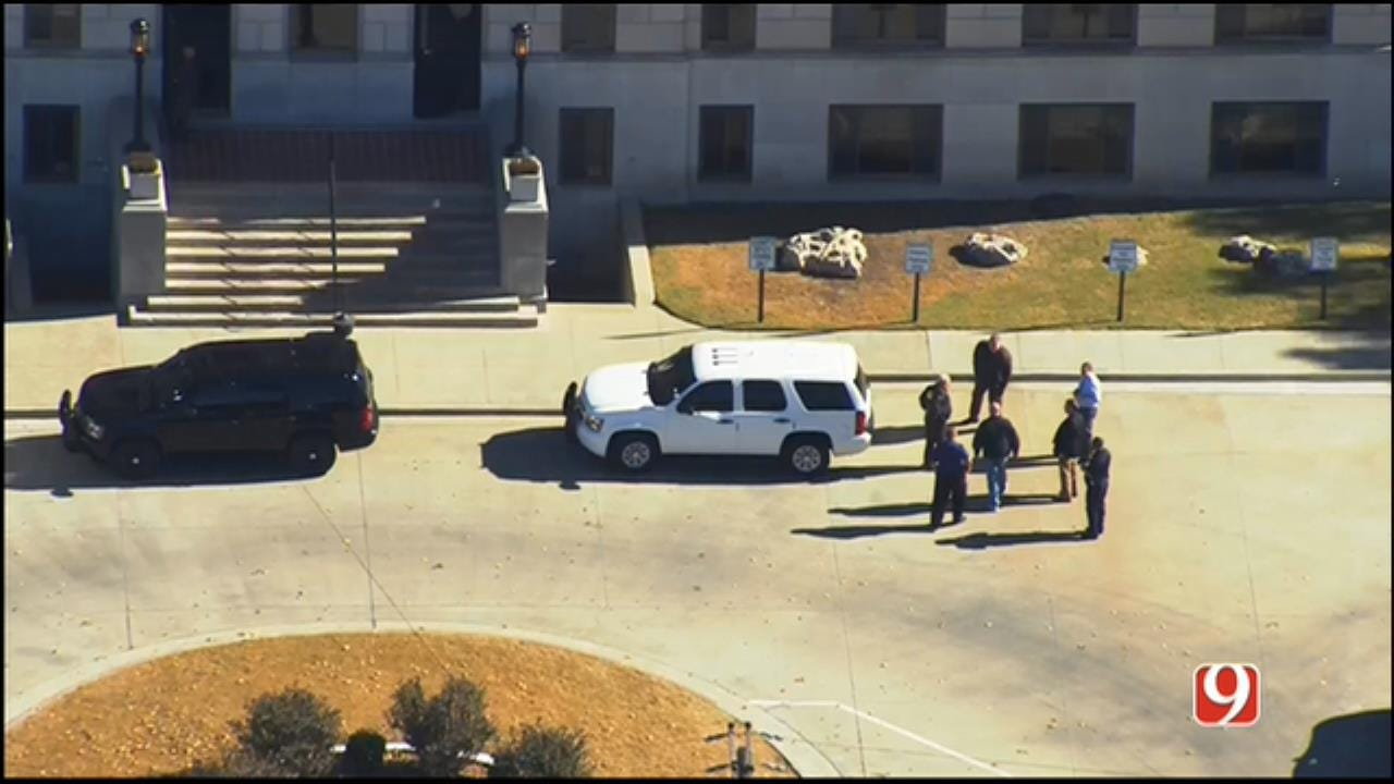 WEB EXTRA: SkyNews 9 Flies Over Bomb Threat Investigation At Kay County Courthouse