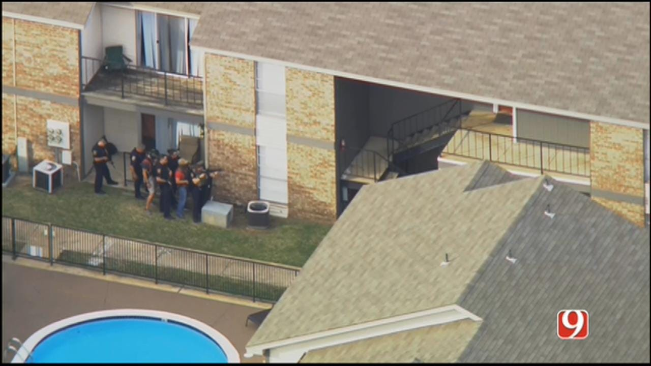 WEB EXTRA: SkyNews 9 Flies Over Standoff At Norman Apartment
