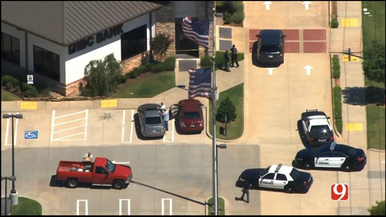 WEB EXTRA: Authorities Investigate Bank Robbery In Bethany