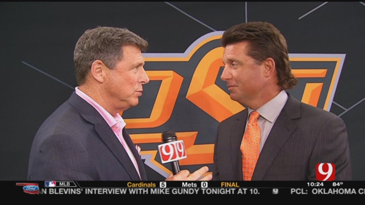 Dean Chats With OSU's Mike Gundy At Big 12 Media Day