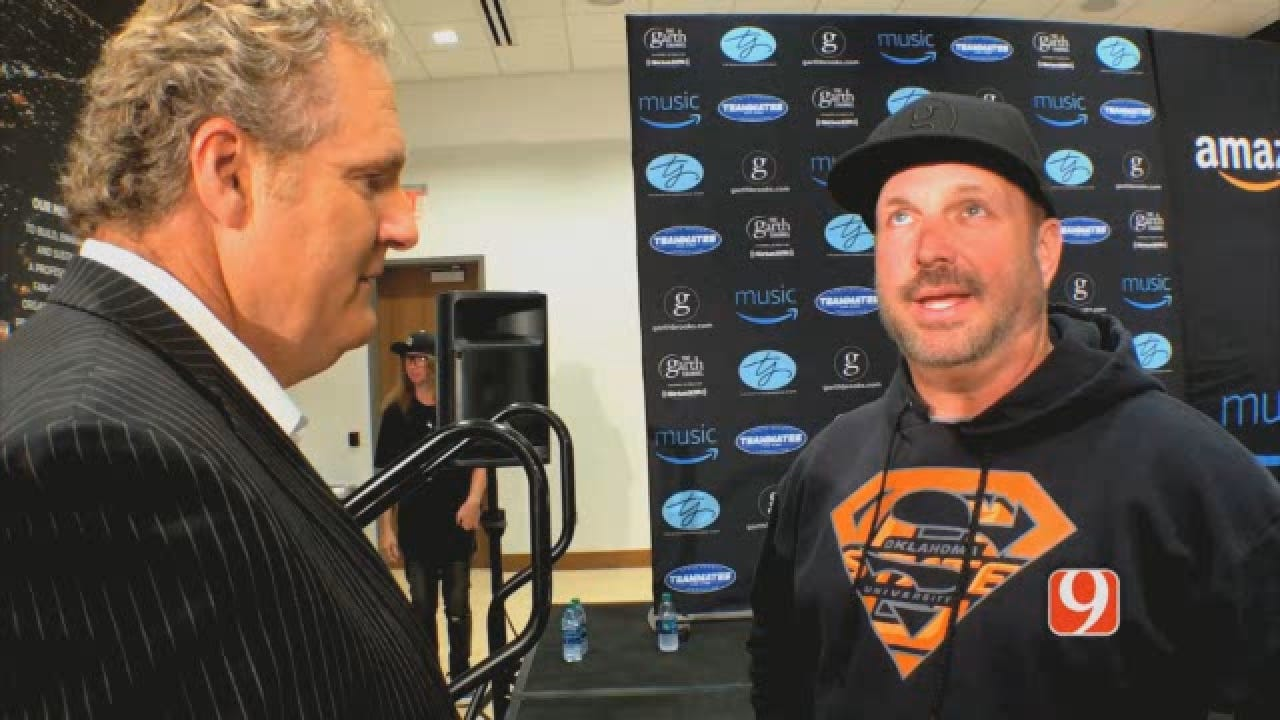 KELLY GOES 1 ON 1 WITH GARTH BROOKS.wmv