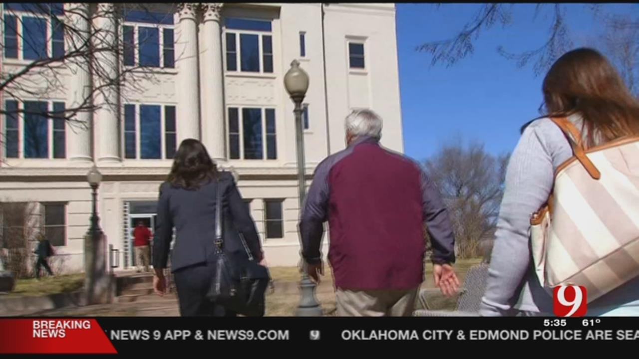 Judge In Perry Child Abuse Case To Decide On Recusal Today