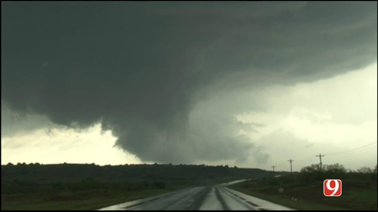 WEB EXTRA: Stormtracker Marty Logan Tracks A Tornado North Of Waynoka