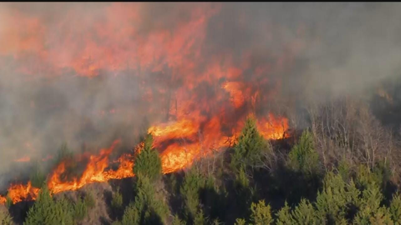 WEB EXTRA: SkyNews 9 Flies Over Grass Fires Along I-35