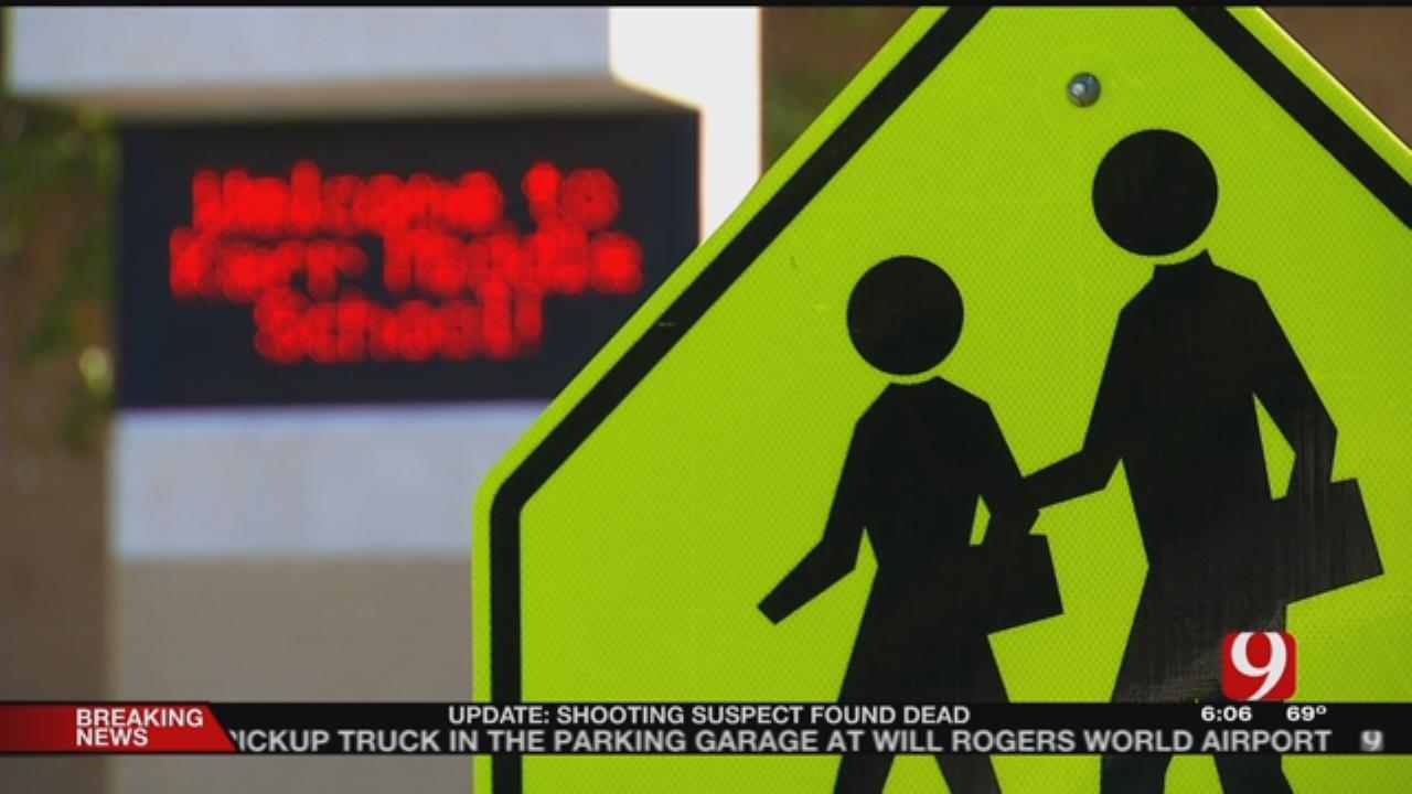 Mid-Del Students Say A Man Flashed A Gun At Them At Bus Stop