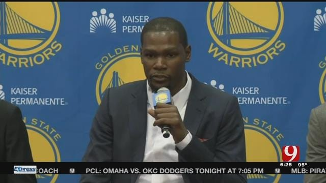 Kevin Durant Officially Signs With the Warriors