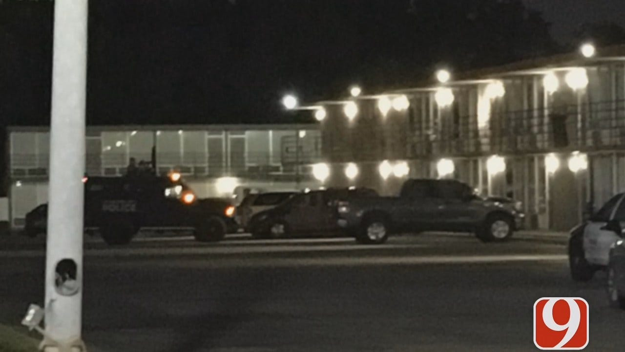 Police Involved In Standoff With Shooting Suspects At SE OKC Motel