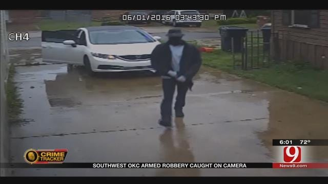 SW OKC Armed Robbery Caught On Camera, Police Searching For Suspects