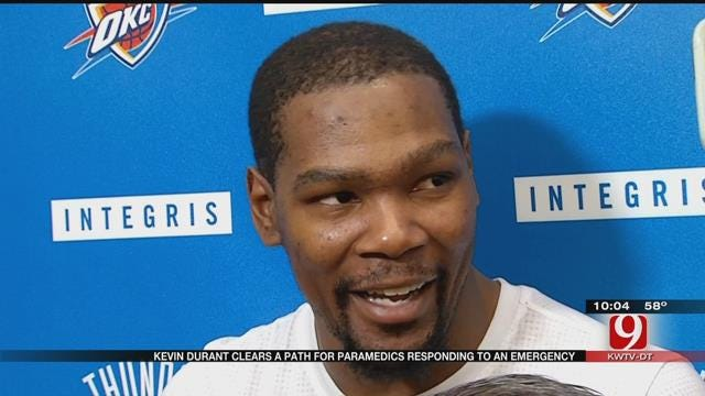 Kevin Durant Clears Path For Paramedics Responding To An Emergency