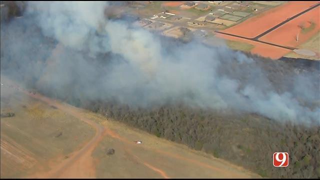 WEB EXTRA: SkyNews 9 Flies Over Grass Fire Near Newcastle