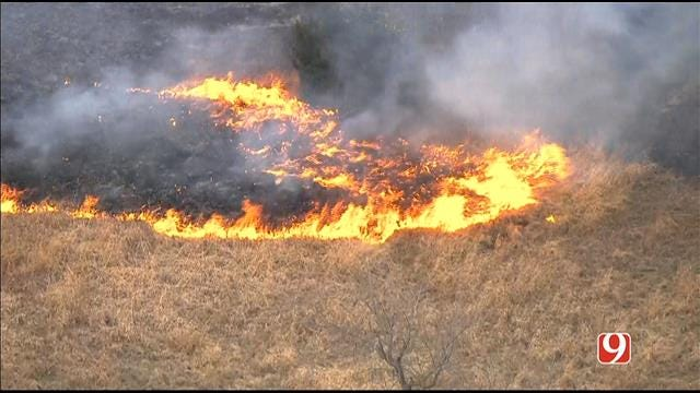 WEB EXTRA: SkyNews 9 Flies Over Grass Fire In Moore
