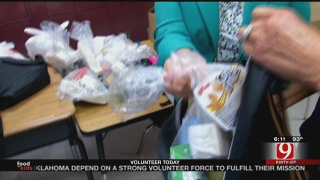 Hungry Oklahoma Kids Receive Backpacks Full Of Food