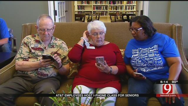 OKC Retirement Community Residents Learn How To Use iPhones