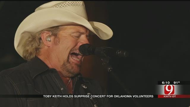 Toby Keith Holds Surprise Concert For Oklahoma Volunteers