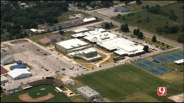 WEB EXTRA: SkyNews 9 Flies Over Bomb Threat Investigation At Shawnee High School